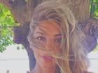 Grazi Massafera posa descabelada e agrada internautas: 'Uma barbie'