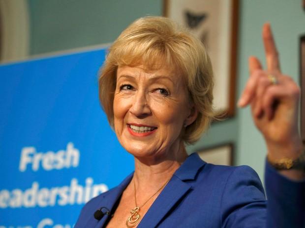 Candidata a sucessão de David Cameron, Andrea Leadsom deu entrevista coletiva nesta segunda-feira (4), em Londres (Foto: Peter Nicholls/ Reuters)
