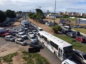 Trânsito ficou lento por mais de 1 hora próximo ao Viaduto do Cristo, de acordo com a Semob (Foto: Walter Paparazzo/G1)