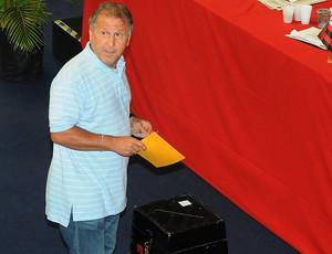 Zico eleições Flamengo votação (Foto: Fábio Teixeira / Agência O Globo)