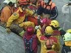 Criança é resgatada com vida dos escombros de terremoto em Taiwan