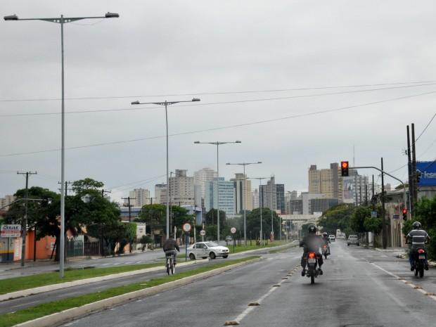 Dia amanheceu nublado em Campo Grande. (Foto: Gustavo Arakaki/G1 MS)