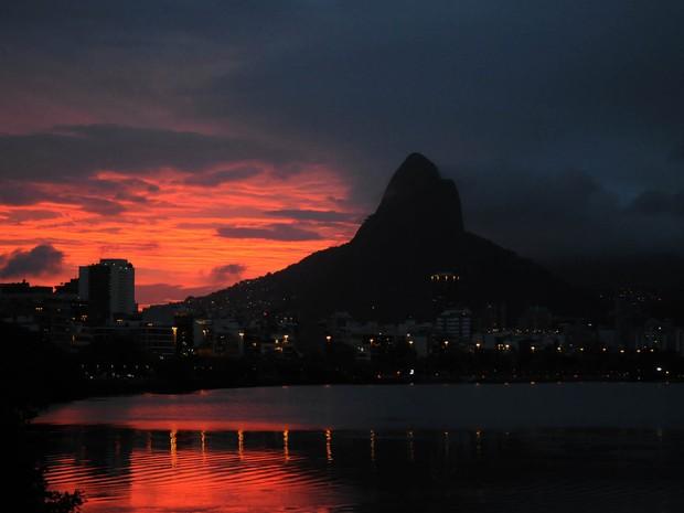 O sol se põe na Lagoa num cenário de cartão-postal (Foto: Alexandre Durão/G1)