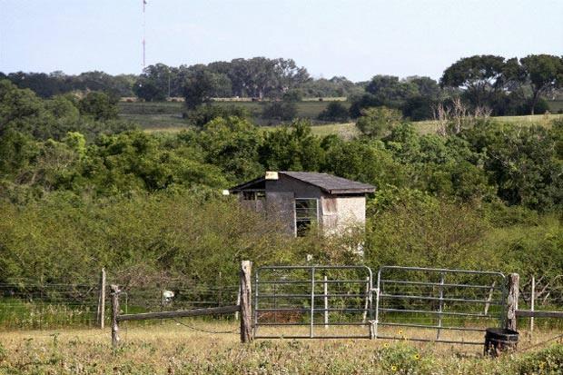 Propriedade próximo a Shiver, no estado do Texas, onde ocorreu o crime (Foto: Carolina Astrain / AP)