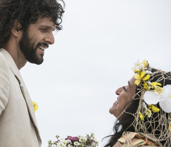 Olha que graça esses dois! ♥ Quem diria, hein, Teodora Abdala com a maior moral! (Foto: Raphael Dias/Gshow)