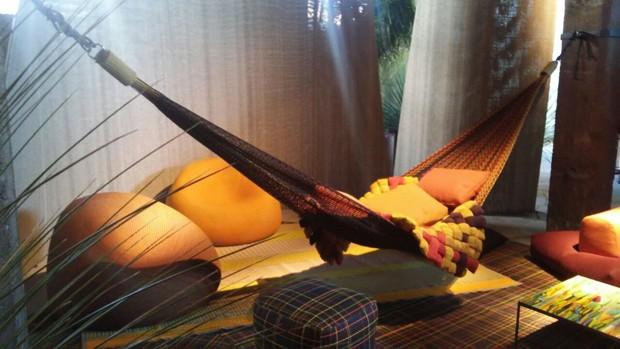 Feita de um tecido multicolorido (também lançado este ano), a rede criada pelo estúdio Bestetti Associati ganhou um nome bastante sugestivo: Farniente (fazer nada, em italiano) (Foto: Stephanie Durante)