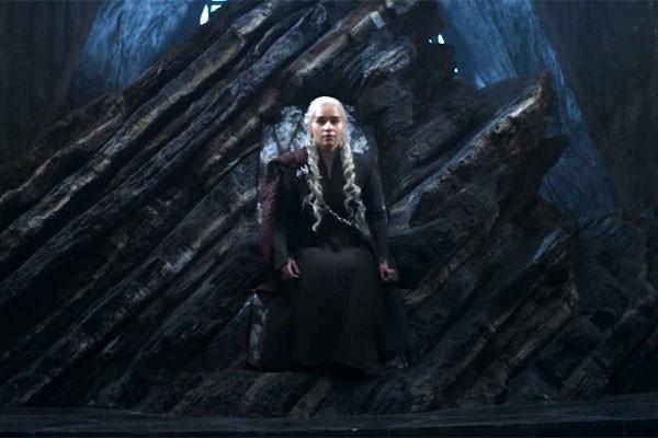 Daenerys no que seria a Pedra do Dragão (Foto: reprodução)
