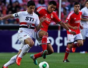 osvaldo são paulo Enzo Perez benfica copa eusébio (Foto: Agência AFP)