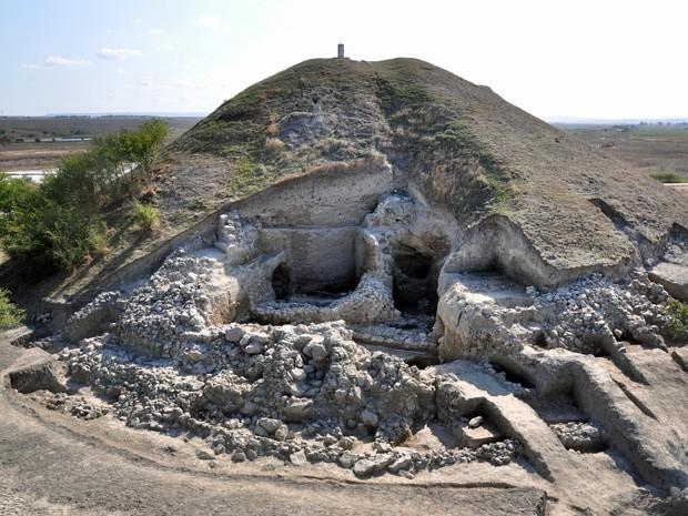 Povoado pré-histórico na cidade de Porvadia, no leste da Bugária (Foto: National Institute of Archeology / AFP)