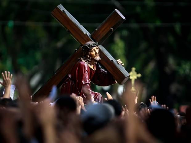 Procissão do Senhor dos Passos reuniu dezenas de fieis nas ruas de Belém. (Foto: Tarso Sarraf/ O Liberal)