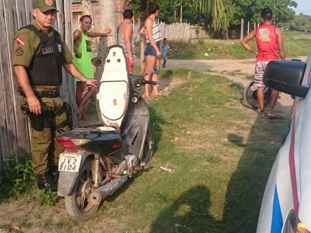 Homem foi encontrado com perfurações no corpo (Foto: Policia Militar de Oriximiná/Divulgação)