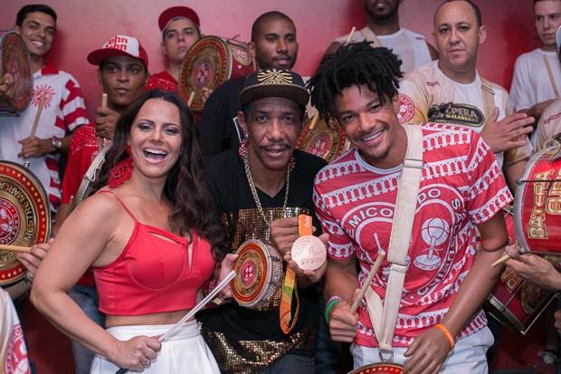 Viviane Araújo e a bateria do Salgueiro (Foto:  Alex Nunes/Divulgação)