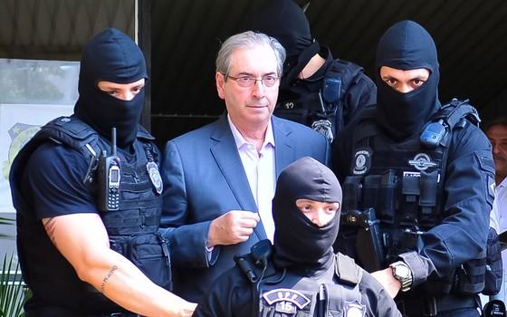 O ex-presidente da câmara e deputado cassado Eduardo Cunha durante chegada ao IML em Curitiba para exames de corpo de delito (Foto: Jason Silva/AGIF)