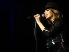 Sandy canta sucessos de Michael Jackson em show