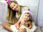 Debby Lagranha faz ensaio com a filha para a Páscoa