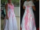 'Tive de comprar o vestido', diz noiva após roupa manchada por rival