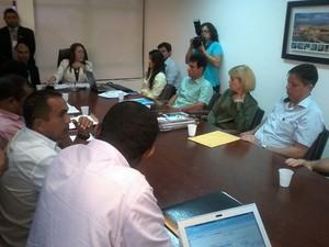 Reunião entre rodoviários, empresários, Prefeitura de São Luís e Ministério Público (Foto: João Ricardo/G1)