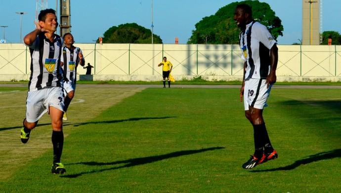 Santos-AP venceu Princesa-AM por 2 a 1, no estádio Zerão, em Macapá (Foto: Jonhwene Silva/GE-AP)