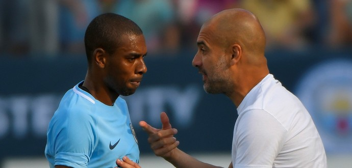 Fernandinho Guardiola Manchester City x Tottenham (Foto: Reuters)