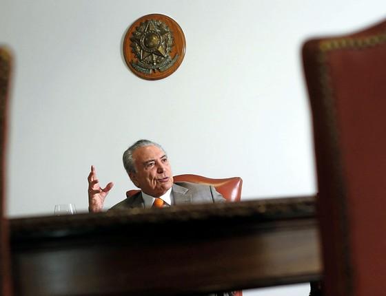 O presidente Michel Temer no Planalto.A tentação de fazer bondades  fiscais em busca de popularidade (Foto: Adriano Machado / Reuters)