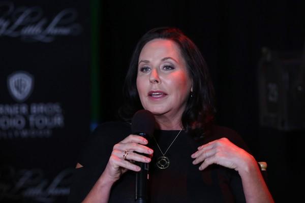 I. Marlene King é responsável pelo roteiro do piloto (Foto: Getty Images)