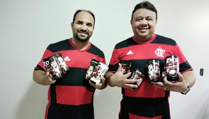 Leonardo Portela e Danilo Taveira compraram 19 copos dos ídolos (Foto: Arquivo Pessoal)