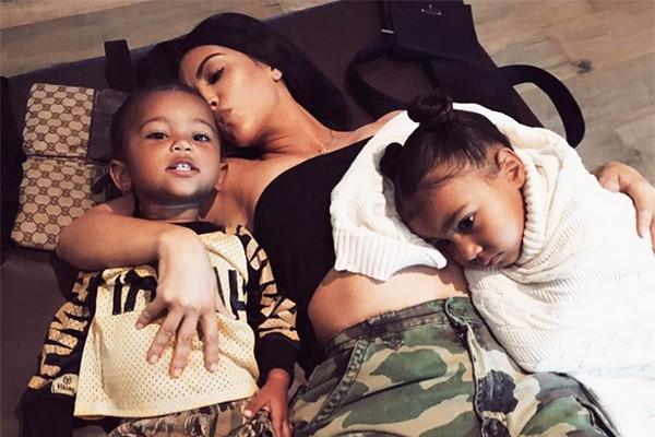 North, Saint e Kim Kardashian (Foto: Instagram)