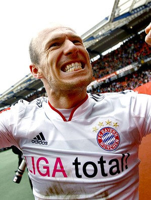 Robben comemora gol do Bayern contra o Nuernberg (Foto: Reuters)