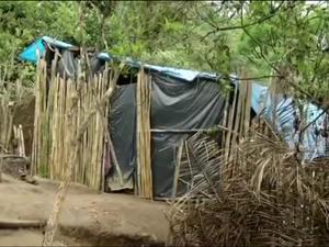 Índios já estão há seis meses no terreno (Foto: TV Rio Sul/Reprodução)