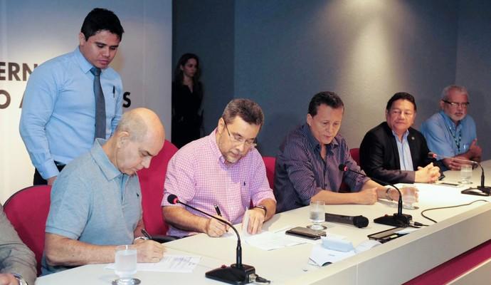 Acordo entre FVO e UEA foi assinado nesta segunda (Foto: Nathalie Brasil/Semcom)