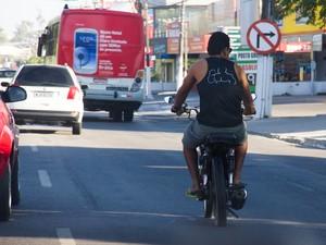 Condutores defendem redução no valor da taxa cobrada para tirar habilitação. (Foto: Jonathan Lins/G1)