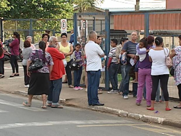 Sem médicos, UBSs ficam lotadas em Itapetininga (Foto: Reprodução/TV TEM)