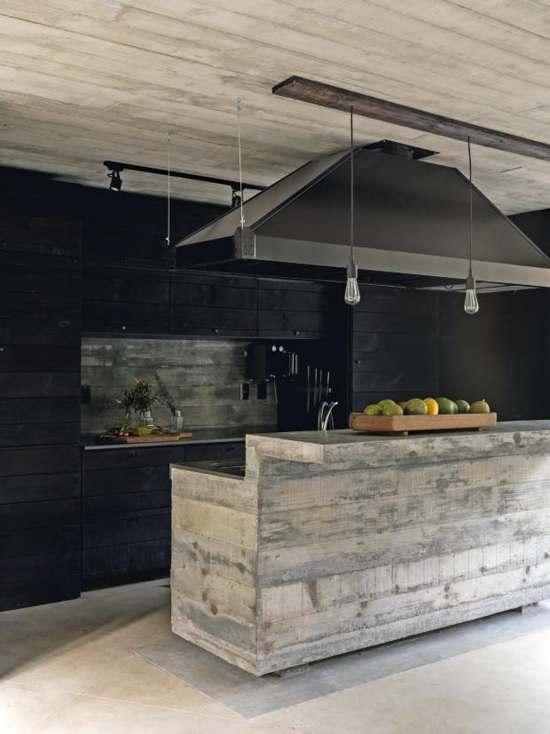 Décor do dia: cozinha rústica com ilha de concreto (Foto: Fran Parente)