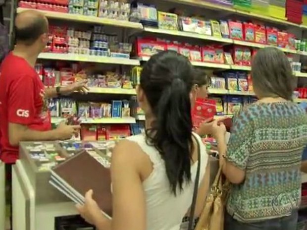 Vendas materiais escolares pelas livrarias e papelarias ajudou a aumentar a receita do comércio em MS (Foto: Reprodução/TV Morena)