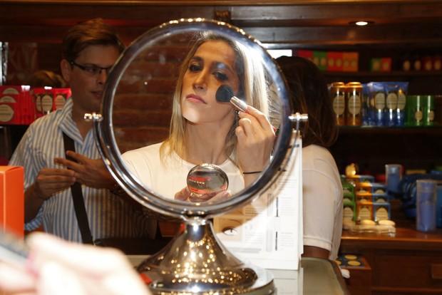 Daniele Hypolito é vaidosa e não dispensa batom no dia a dia (Foto: Ag. News)