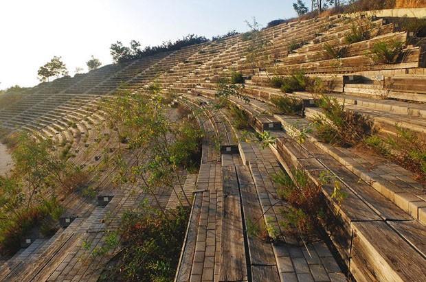 Construções olímpicas abandonadas (Foto: Ioanna Sakellaraki /Divulgação)