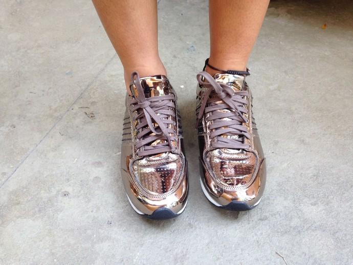 Patrícia Poeta sobre tênis cobre: 'Conforto total' (Foto: Carolina Morgado/Gshow)