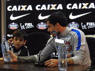 Fagner filho Henrique Corinthians (Foto: Marcelo Braga)