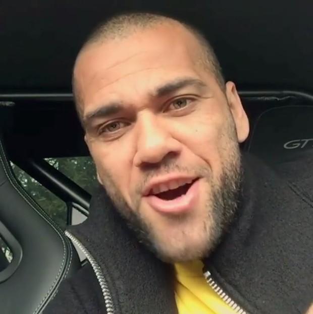Daniel Alves solta a voz em vídeo (Foto: Reprodução/Instagram)