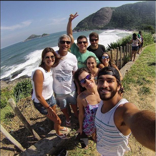Deborah Secco com o namorado e amigos (Foto: Reprodução/Instagram)