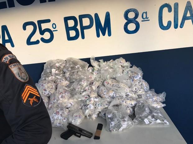 PM apreende 15.500 cápsulas de cocaína em Cabo Frio, no RJ. (Foto: Polícia Militar/Divulgação)