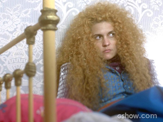 Gina parece não querer nada com ele... Será mesmo? (Foto: Meu Pedacinho de Chão/TV Globo)