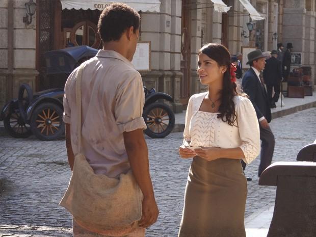 Gilda é ousada e praticamente se convida para um encontro com Chico (Foto: Lado a Lado/TV Globo)