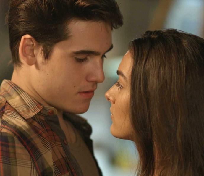 Na traaaave! Rodrigo e Luciana quase se beijam! (Foto: TV Globo)