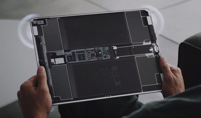 iPad Pro tem quatro alto falantes nas laterais que prometem dar um reforço no som de filmes e jogos (Foto:: Reprodução/Apple)