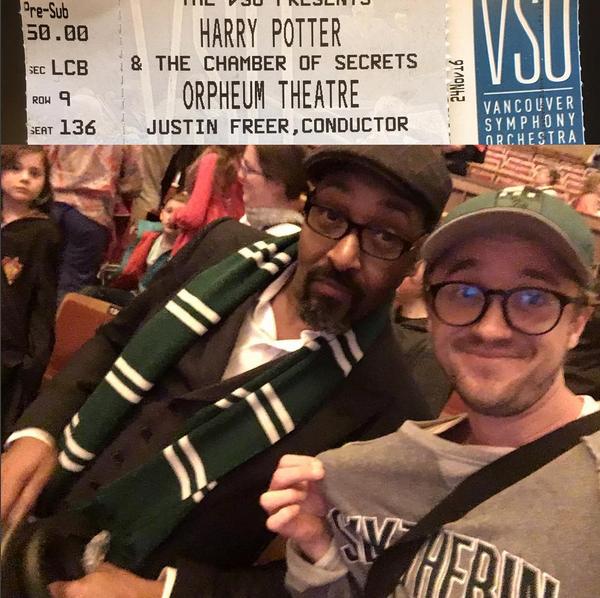 O ator Tom Felton com a camisa da Sonserina durante concerto com a trilha sonora de Harry Potter (Foto: Instagram)