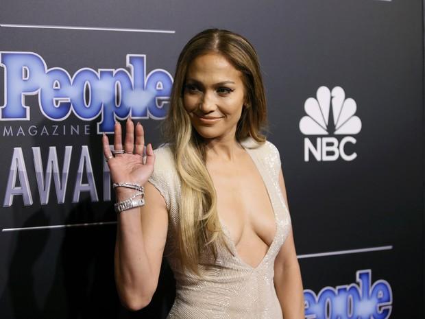 Jennifer Lopez  em prêmio em Los Angeles, nos Estados Unidos (Foto: Danny Moloshok/ Reuters)