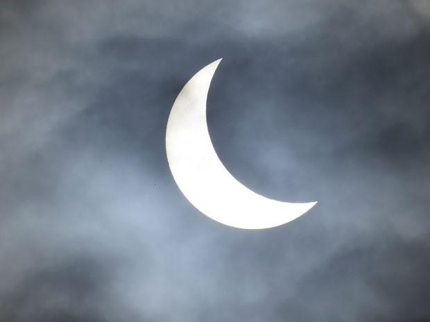 Eclipse parcial do Sol é visto perto de Bridgwater, no sudoeste da Inglaterra, nesta sexta-feira (20) (Foto: Toby Melville/Reuters)