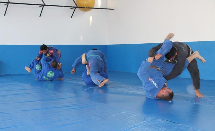 Ateltas de Jiu-jitsu de Petrolina se preparam para competição (Foto: Amanda Lima)