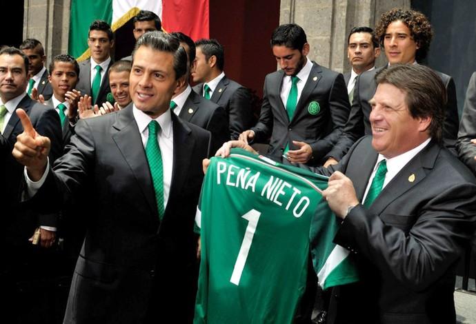 Presidente do México Pena Nieto e Jogadores da Seleção Mexicana (Foto: Divulgação / presidencia.gob.mx)
